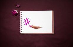 Почерк с чернилами и пером и цифровое сочинительство подписывают hashtag Стоковые Фотографии RF