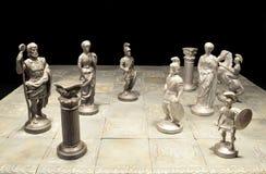 почерните ответную часть потери highlight игры конца шахмат проверки дела доски monochrome метафоры над успехом стратегии принима Стоковые Фотографии RF