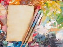 Почистьте щеткой и заверните в бумагу на палитре масл-краски для предпосылки Стоковые Фото