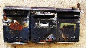 Почтовые ящики Grunge старые винтажные стоковые изображения rf