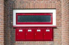 Почтовый ящик и окно вне жилого дома Стоковое Изображение