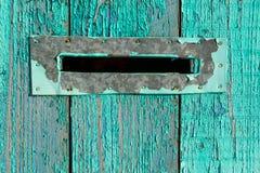 Почтовый ящик на голубой древесине Стоковые Изображения RF