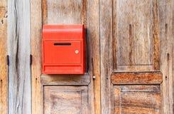 Почтовый ящик на деревянной предпосылке Стоковые Изображения
