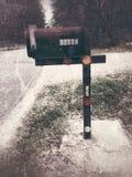 Почтовый ящик около дороги Стоковые Фотографии RF