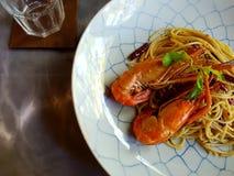 Пошевелите внутри спагетти с shirmps Стоковая Фотография RF