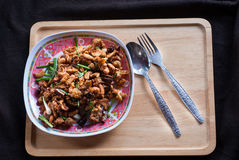 Пошевелите увольнянного цыпленка с гайками анакардии известная тайская еда стоковое фото rf