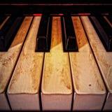 Пощекотанные ключи цвета слоновой кости рояля стоковая фотография rf