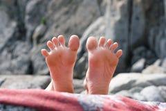 появляясь камни ног Стоковая Фотография