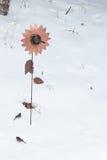 Подавая птицы зимы Стоковое Изображение RF