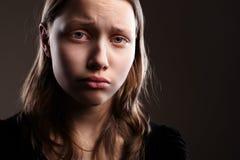 Подавленная предназначенная для подростков девушка стоковые фотографии rf