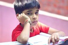 Подавленный мальчик школы стоковые фотографии rf