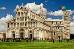 полагаясь башня pisa Итальянские памятники флаг Стоковая Фотография