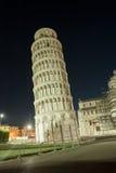 полагаясь башня pisa стоковое фото