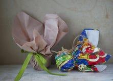 2 подарка в деревенском стиле Стоковые Фото