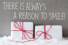 2 подарка с снегом, закавычат всегда причину усмехнуться Стоковое Изображение