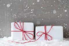 2 подарка с снежинками, космосом экземпляра Стоковые Фото