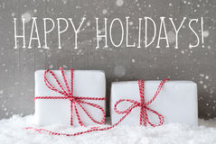 2 подарка с снежинками, отправляют СМС счастливые праздники Стоковое фото RF