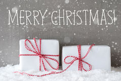 2 подарка с снежинками, отправляют СМС с Рождеством Христовым Стоковое фото RF