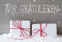 2 подарка с снежинками, Wir Gratulieren значат поздравления Стоковая Фотография RF