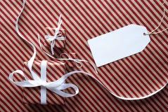 2 подарка с ярлыком, космосом экземпляра Стоковая Фотография