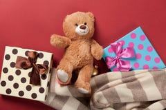 Подарки игрушки и рождества плюшевого медвежонка Стоковое Изображение RF