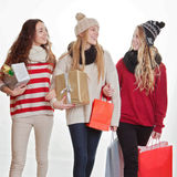 Подарки или настоящие моменты покупок рождества подростка стоковая фотография rf