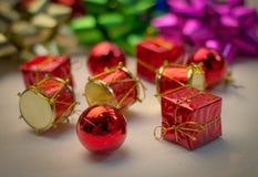 Подарки и присутствующий конец коробки вверх Стоковые Изображения RF