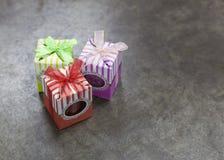 Подарки на предпосылке металла Стоковое Фото