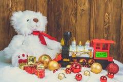Подарки на рождество на деревянной предпосылке стоковое фото