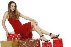 Подарки на рождество платья красивейшей девушки красные Стоковое фото RF