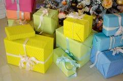 Подарки под деревом Стоковые Фото
