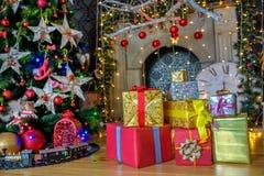 Подарки рождества ель Стоковое Изображение RF