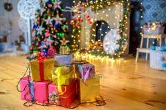 Подарки рождества ель Стоковые Фотографии RF