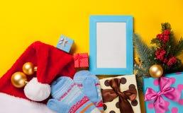 Подарки рождества и рамка фото Стоковое фото RF