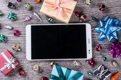Подарки рождества на древесине Стоковое фото RF