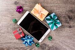 Подарки рождества на древесине Стоковые Изображения
