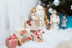 Подарки рождества приближают к дереву Стоковая Фотография RF