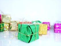 Подарки рождества с белой предпосылкой Стоковые Изображения