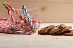 Подарок валентинки с помадками Стоковые Фотографии RF