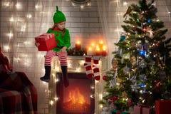 Подарок девушки и рождества Стоковая Фотография RF