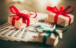 Подарок денег Стоковые Фотографии RF