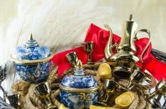 Подарок золота смычка ленты золотого ингота Benjarong красный устанавливает Стоковое фото RF