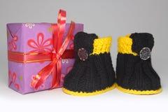 Подарок и ботинки Стоковое фото RF