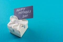 Подарок и карточка дня матерей стоковое изображение