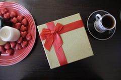 Подарок и кофе Стоковые Изображения RF