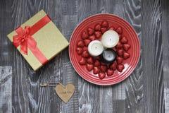 Подарок и свечи Стоковое Фото