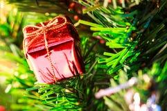 подарок красного цвета крупного плана Стоковые Фото