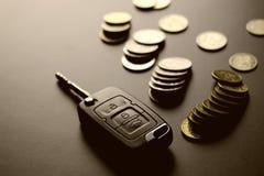 Подарок ключа автомобиля денег Стоковое Фото
