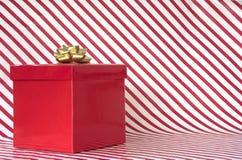 Подарок на нашивках тросточки конфеты Стоковая Фотография RF