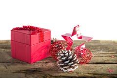 Подарок на рождество на деревянной предпосылке Стоковое Фото